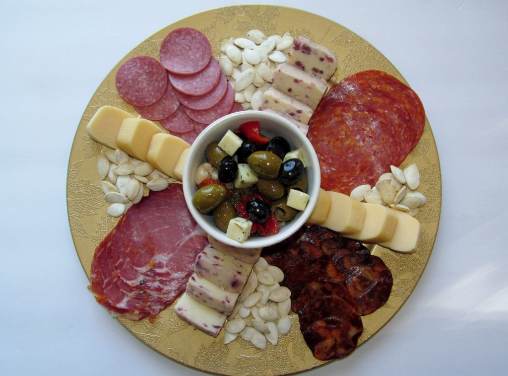 How to make a fall charcuterie plate, how to make a fall charcuterie board, date nights in quarantine